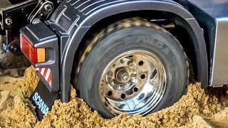 RC truck Scania 4x4 stuck! Rescue ACTION by Komatsu wheel loader! RC-Glashaus fun!
