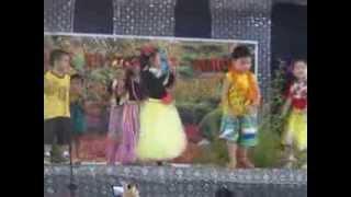 Kindergarten Pupils Hawaiian Dance
