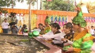 Myanmar Celebra Festival da Irrigação da Árvore do Buda