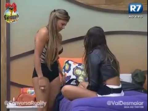 Angelis & Manoella se beijam e trocam carinhos Fazenda de Verão
