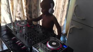 Dj Arch Jnr mixing it up with some acapella