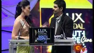 shriya saran seduce ragav on stage with sexy hip moviement