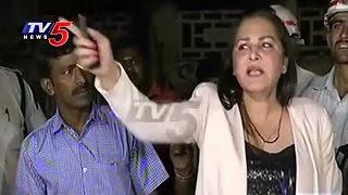 Drunk & Drive   Actress Jaya Prada Fight With Traffic Police & Media   TV5 News