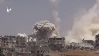 """مشاهد للقصف العنيف الذي تتعرض له أحياء مدينة درعا بالطائرات وصواريخ  محلية الصنع""""فيل"""