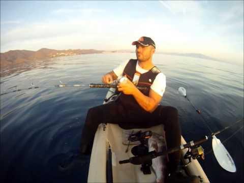 2 DENTOS Y SAMA DE PLUMA Pesca en Kayak Al Vivo