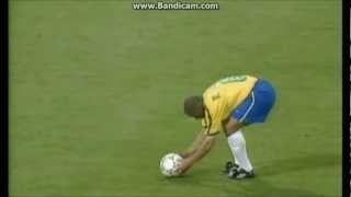 Roberto Carlos amazing free kick for Brazil