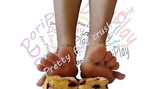 Pretty feet crush a pie