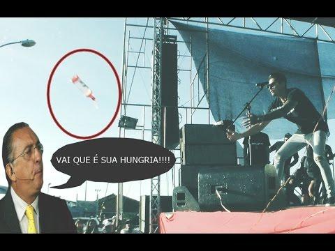 Fã joga garrafa pra Hungria no palco mas O inesperado acontece