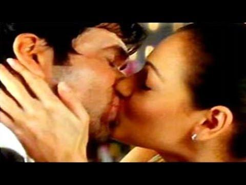 Tumsa Nahin Dekha | Emraan Hashmi & Diya Mirza Hot Lip Lock
