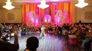 Best Mehndi Dance 2014 - Zaid and Anza - Surprise Groom Performance