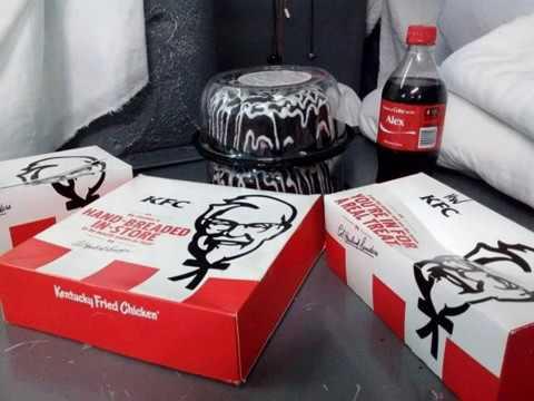 Xxx Mp4 Prison Food Delivery Dominoes Pizza Hut Burger King KFC Krispy Kreme Donuts Spreads 3gp Sex