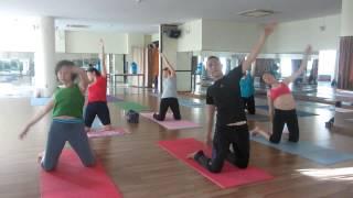 súc ruột bằng nước muối và tập yoga