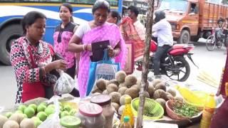 Street Foods Of India |  Tasty, Spicy Pyara (Guava) & Kotbel Makha Of Madhyamgram, Kolkata, India