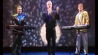 Bronski Beat - Hit That Perfect Beat (Live 1985)
