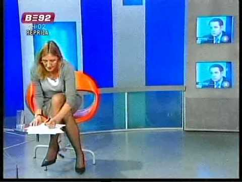 Olja Beckovic crossing legs
