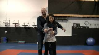 Kubotan Tutorial:How to grip,how to strike,how to lock