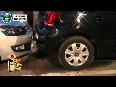 Homem bate recorde e estaciona na vaga mais apertada do mundo; assista 08 08 2011.flv