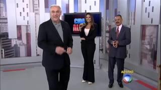 Distraídas, repórteres caem na brincadeira de Marcelo Rezende