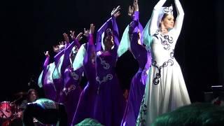 گروه رقص آذری در کنسرت رحیم شهریاری لس آنجلس سالن رویس هال دانشگاه UCLA