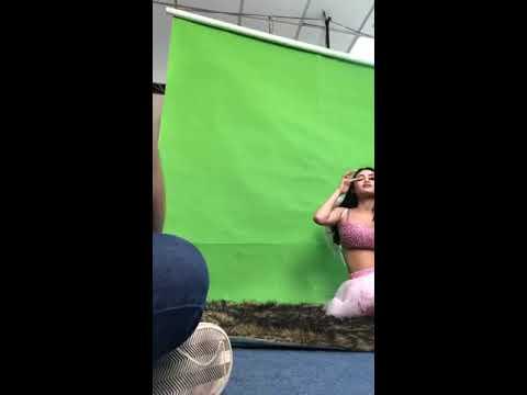 Model Popular Grace Iskandar photoshoot sexy toket gede banget uting hampir kelihatan