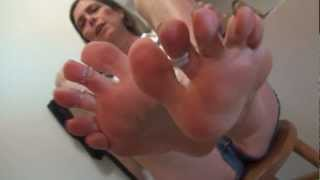 50+ bare soles foot nirvana toes in shorty shorts