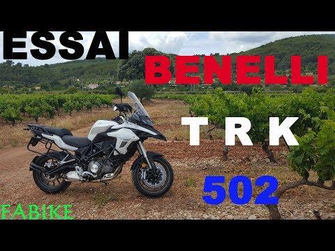 Essai Benelli TRK 502 / PERMIS A2 / LA PETITE QUI JOUE DANS LA COUR DES GRANDES / UN PLAISIR