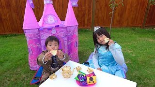 ティータイム 毒りんご 注意!! 人形にされちゃった! プリンセスごっこ おゆうぎ こうくんねみちゃんPrincess Prank Family Fun Pretend Playtimed