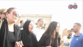 إنهيار شقيقة وائل نور عقب دفنه بمقابر السيدة نفيسة