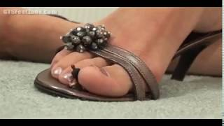 between suizis toes giantess