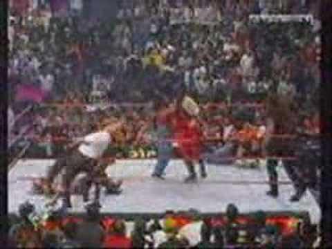 kane salva a undertaker y the rock
