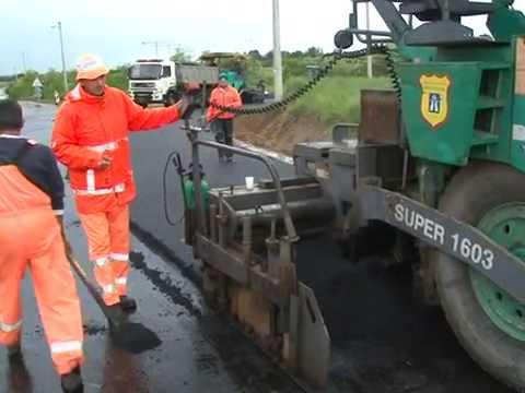 Završni sloj asfalta na putu u Grabovcu