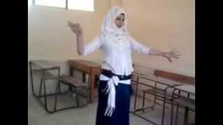 فضيحة طالبة ترقص في الفصل اخرة المدارس