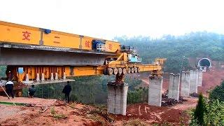 Watch: the 580-ton monster machine contructing bridges in China