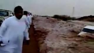 انقاذ امرأة من سيول حائل | السعودية
