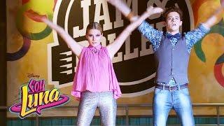 Ámbar y Matteo cantan Mírame a mí - Momento Musical (con letra) - Soy Luna