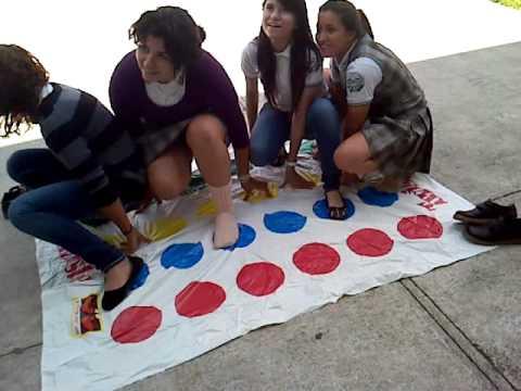 Jugando Twister en la escuela