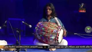 Modhu hoi hoi bish khawaila... by Jahid at Dhaka International Folk Fest 2016