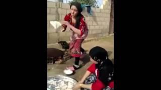 سعودی لڑکی کا روٹیاں پکنے کا انداز دیکھیں جانی پروڈکشن جانی جنجوعہ 0014087852786