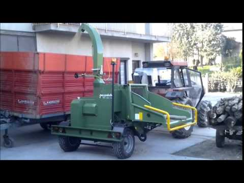 Xxx Mp4 PTH 300 G Pezzolato Drum Wood Chipper At Work With 70 Hp Power Tractor 3gp Sex