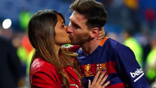 Messi and Ronaldo  Girlfriend kiss Who is Best ?