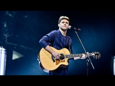 Download Niall Horan - This Town (Radio 1's Teen Awards 2016)