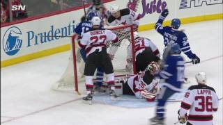 Maple Leafs chase Schneider, score on Kinkaid immediately in offensive onslaught