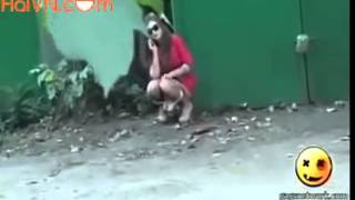 [Haivl 2015 Tin Việt] hotgirl đái giữa đường hotgirl piss on street