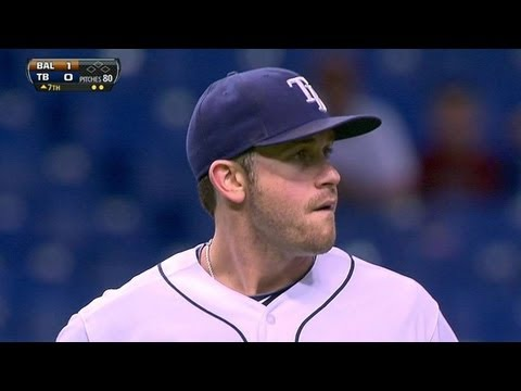 BAL@TB: Longoria flashes leather to retire Wieters