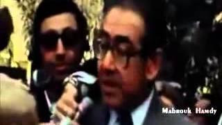 شاهد ماذا فعل جيران السفاره الاسرائيلية عند رفع علمها بالقاهرة