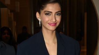 UNCUT Sonam Kapoor gives TIPS on Beauty and Taking Selfies | SpotboyE