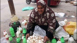 كانت تبيع البيض فجأة طلب منها أحد زبنائها الزواج... لن تصدق كيف كانت ردة فعلها!! مقطع مؤثر
