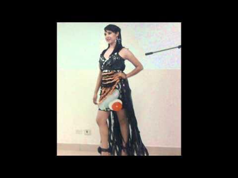 Concurso de vestidos con material reciclado.wmv