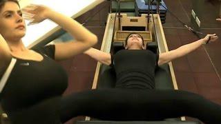Zarine Khan Hot Workout In Gym !!