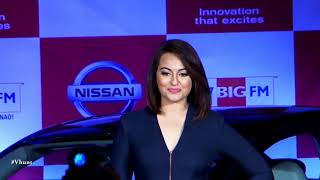 Sonakshi Turns Painter - Latest Bollywood Movie News 2017